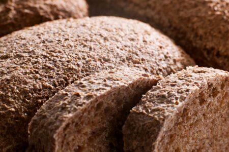 Хлеб из необработанного зерна защищает от гипертонии